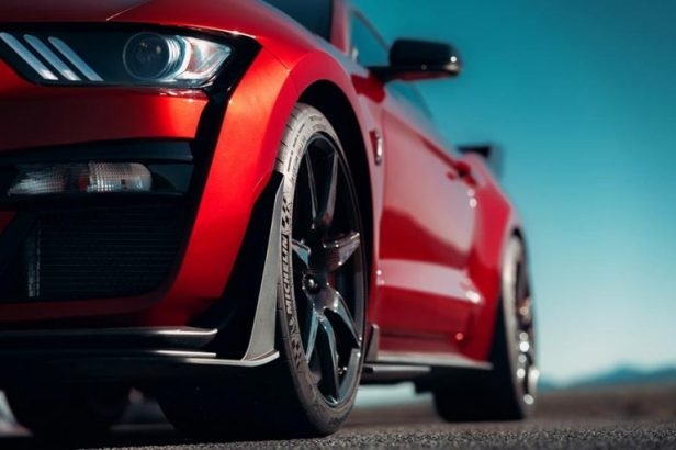 Ford-Mustang-GT500-Smartphonegreece (3).jpg