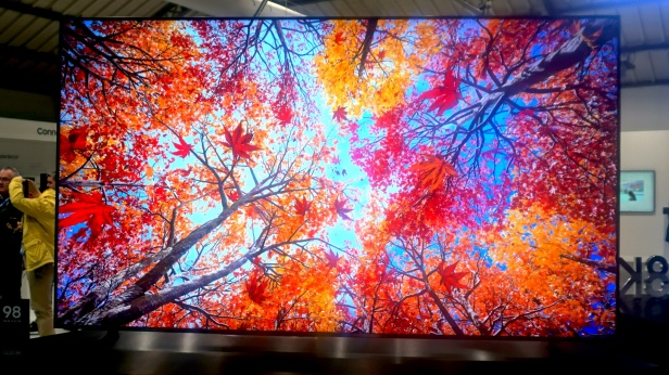 OLED-8K-tv-Smartphonegreece (1).jpg