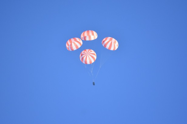 Dragon_parachute_test-1024x683