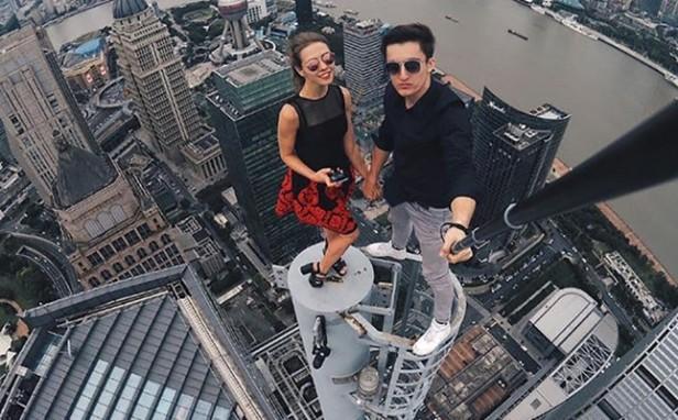 dangerous-selfie-Smartphonegreece (2).jpg