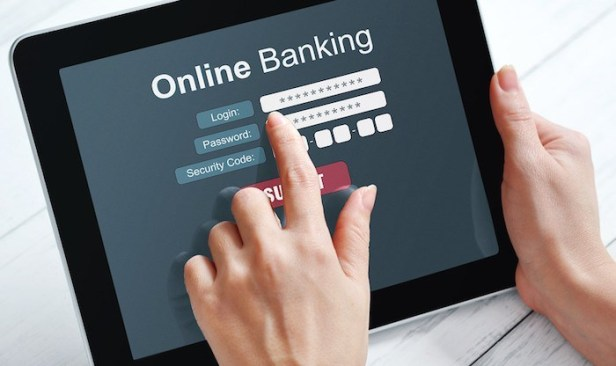 Online-Banking-Smartphonegreece