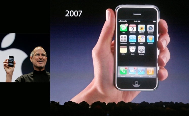 Apple CEO Steve Jobs introduces the new iphone at Macworld in San Francisco Tuesday;January 9,2007(John Green/Bay Area News Group)