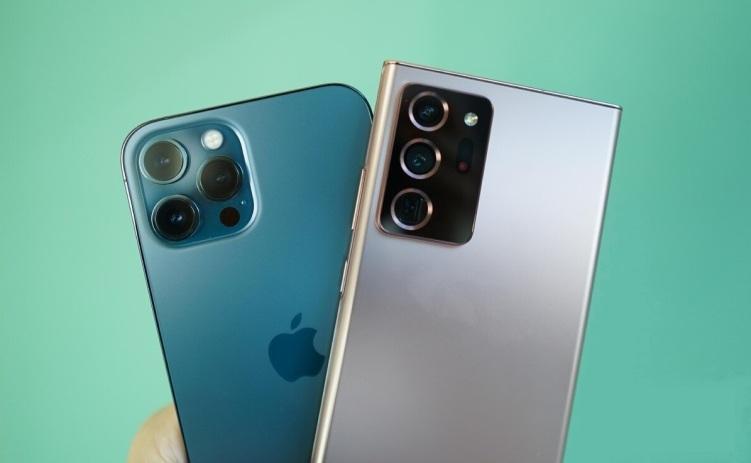 Note-20-Ultra-vs-iPhone-12-Pro-Max-Smartphonegreece