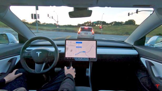 Tesla-'Full-Self-Driving-Smartphonegreece