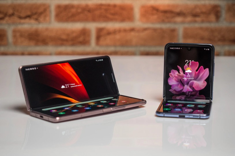 Samsung-Galaxy-Z-Fold-2-vs-Samsung-Galaxy-Z-Flip-Smartphonegreece