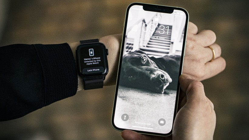 unlock-iphone-with-apple-watch-Smartphonegreece
